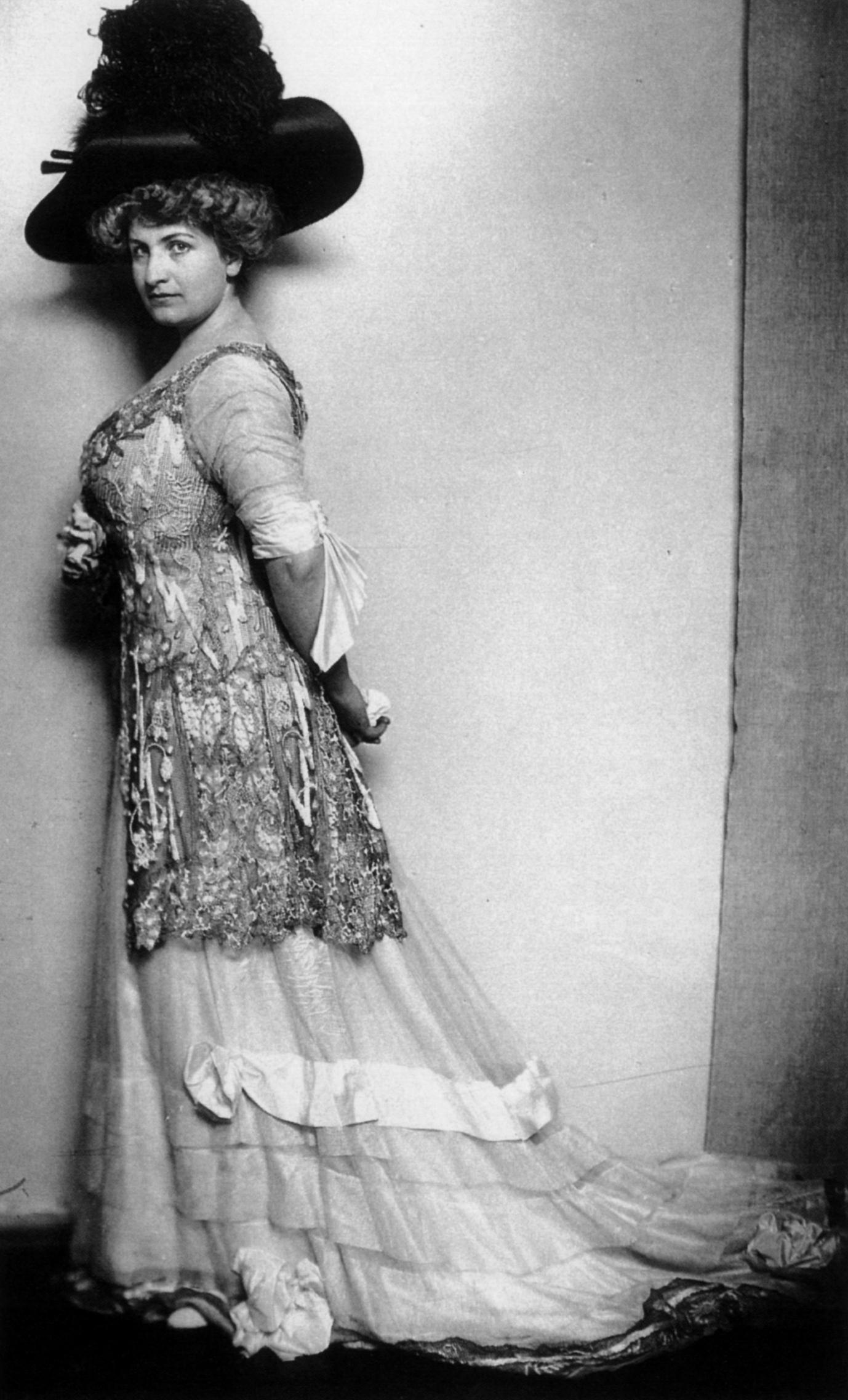 old words and vanilla tea: Alma Mahler